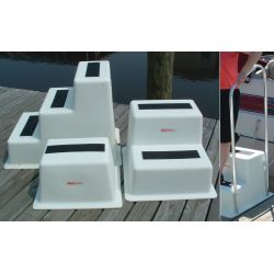 DOCK STEP WITH 3 STEP  WHITE POLY